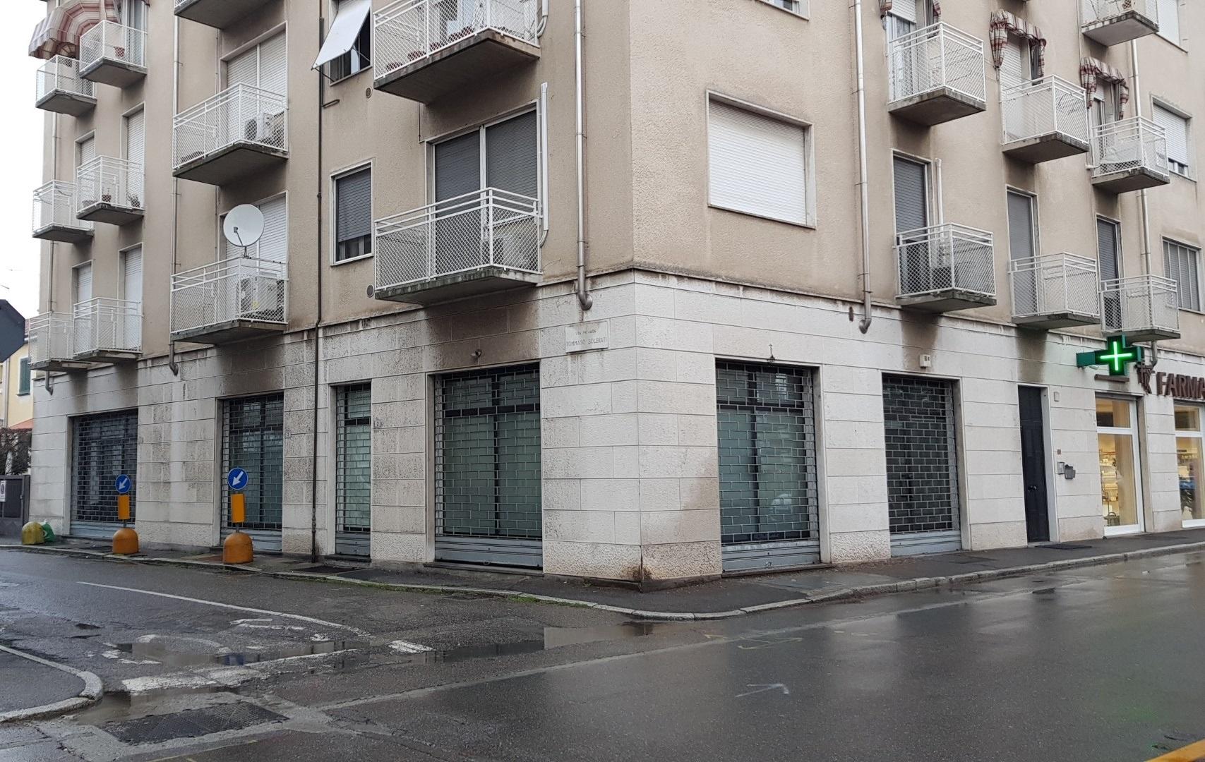 Negozio / Locale in affitto a Busto Arsizio, 9999 locali, zona Zona: Redentore, prezzo € 1.250 | CambioCasa.it