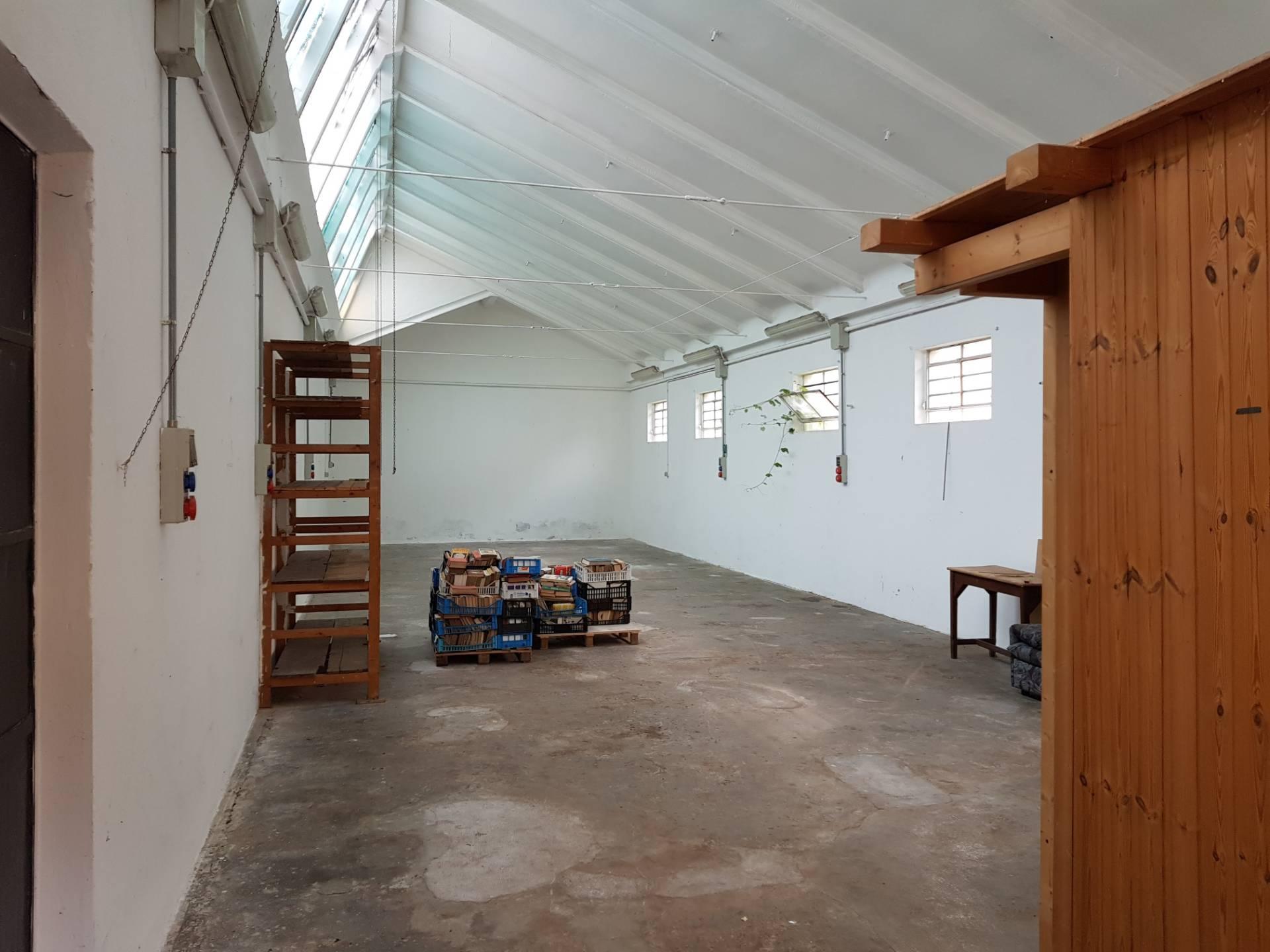 Laboratorio in affitto a Busto Arsizio, 9999 locali, zona Zona: Ospedale, prezzo € 500 | CambioCasa.it