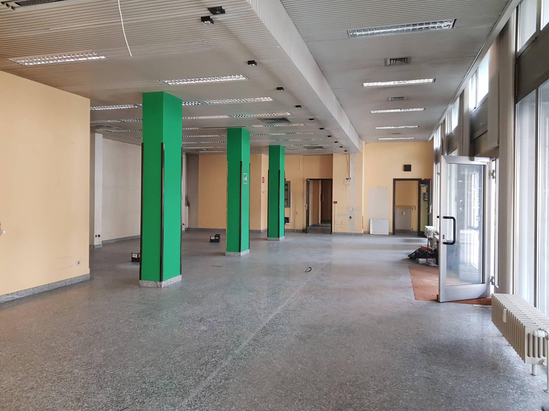 Negozio / Locale in vendita a Busto Arsizio, 9999 locali, zona Località: Tribunale, prezzo € 300.000 | PortaleAgenzieImmobiliari.it