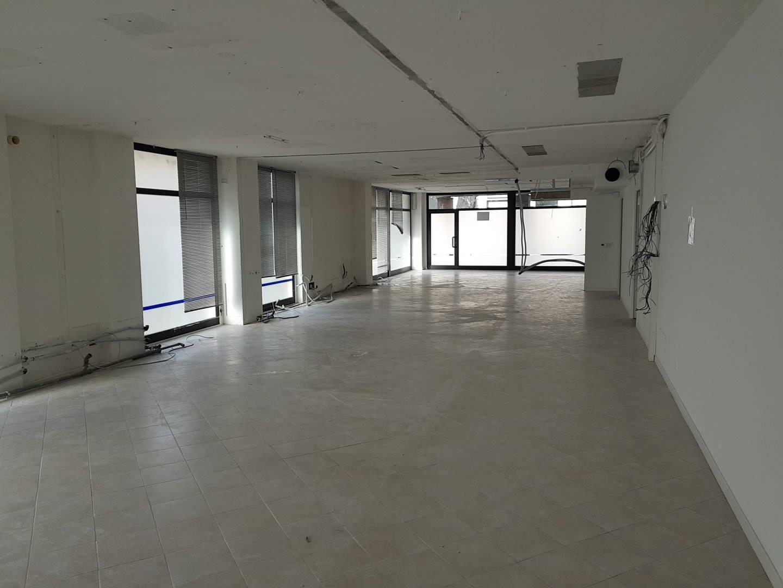 Ufficio / Studio in affitto a Busto Arsizio, 9999 locali, zona Zona: Ospedale, prezzo € 3.500 | CambioCasa.it
