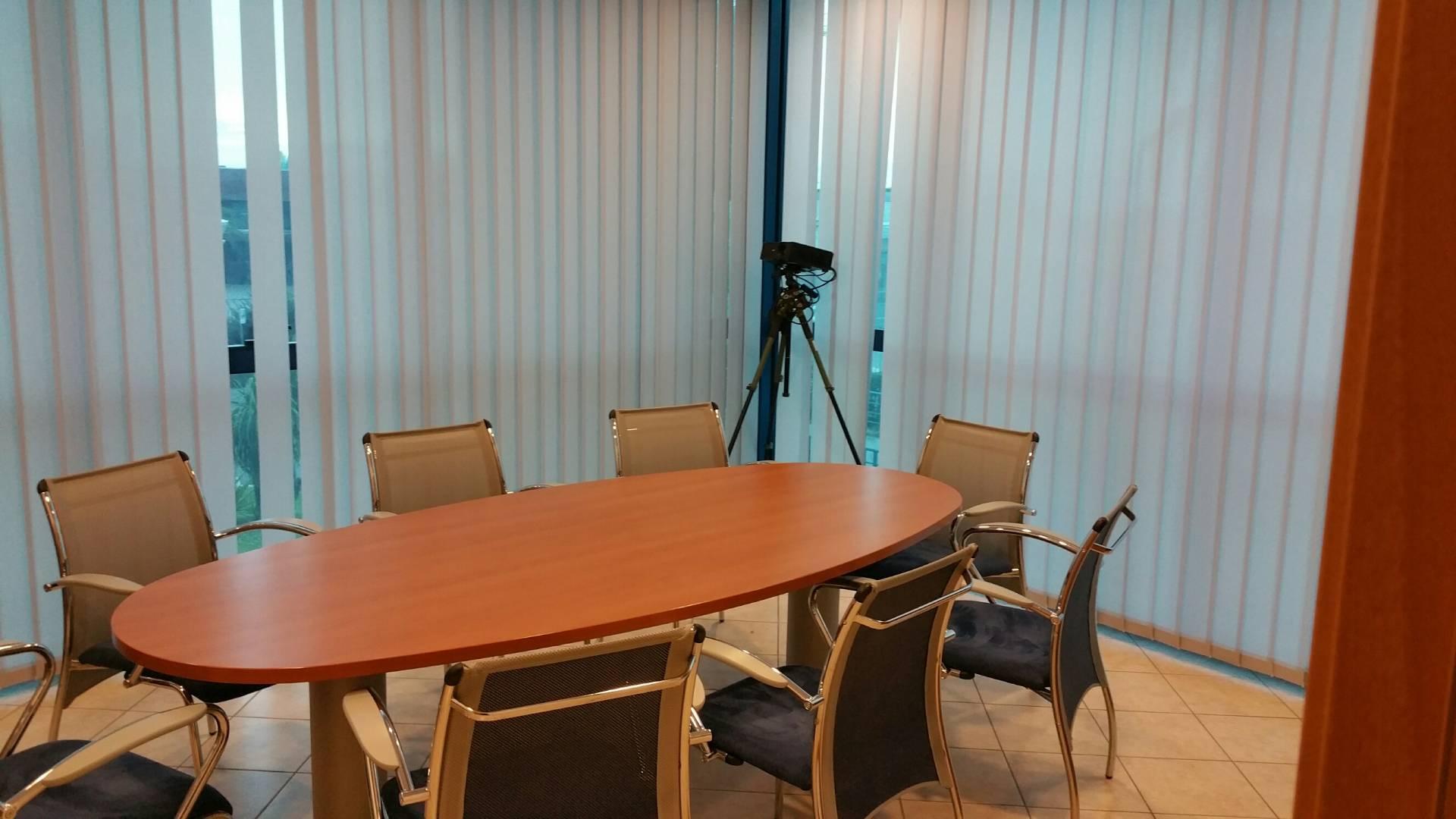 Ufficio / Studio in vendita a Massa, 9999 locali, zona Zona: Centro, prezzo € 280.000 | CambioCasa.it