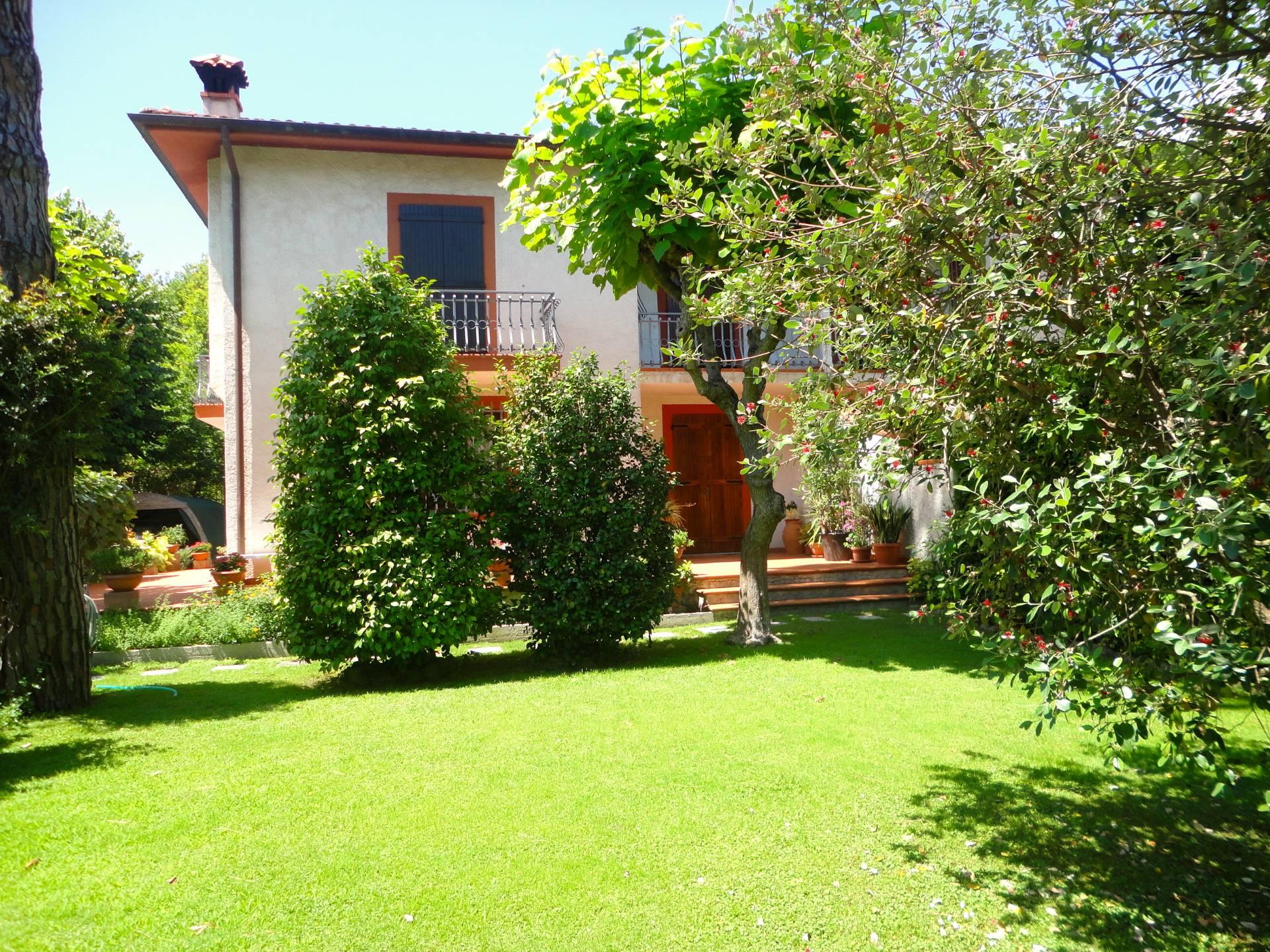 affitto villa bifamiliare forte dei marmi centro  5 locali  140 mq