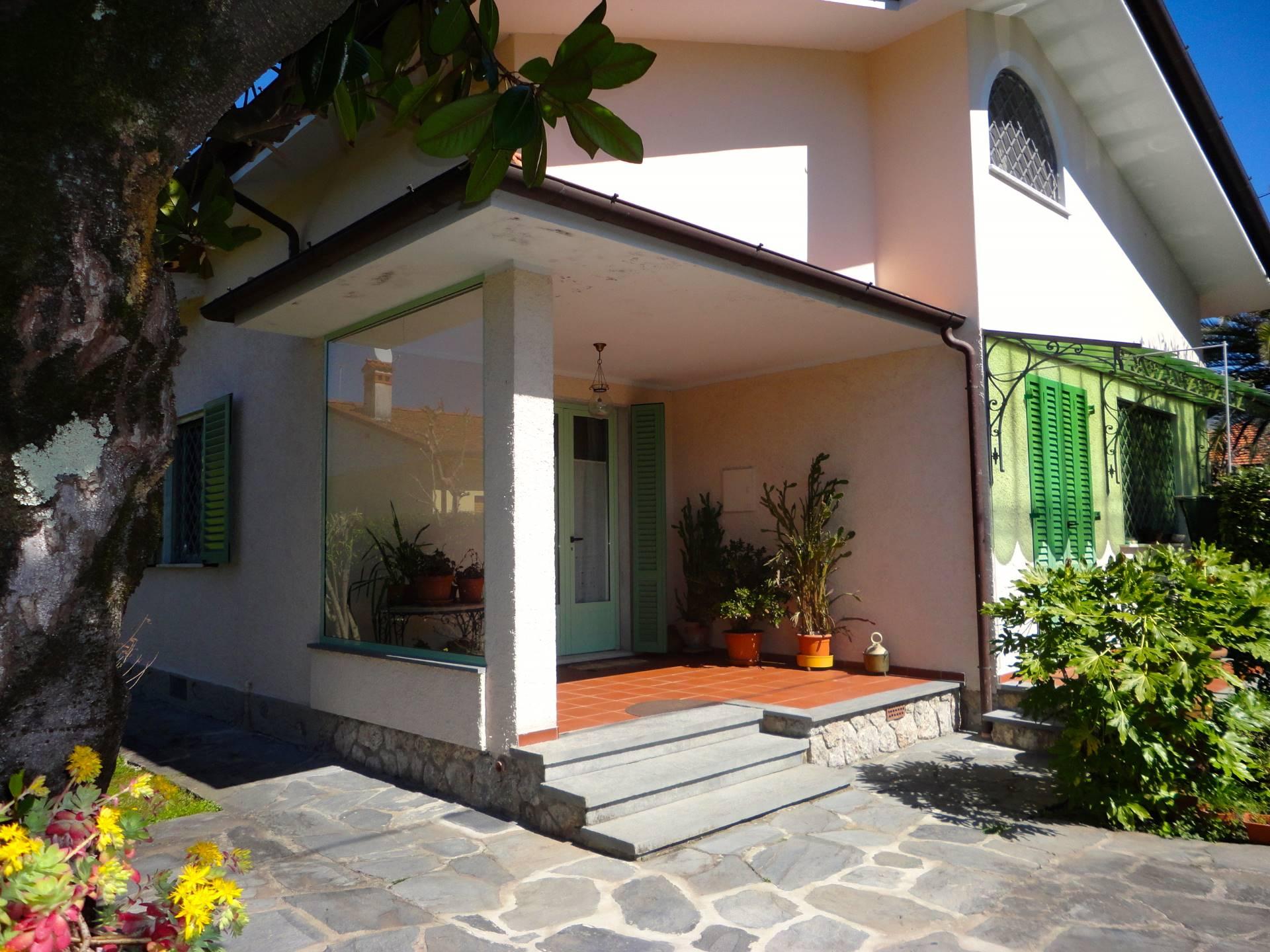 affitto villa bifamiliare forte dei marmi centro  5 locali  100 mq