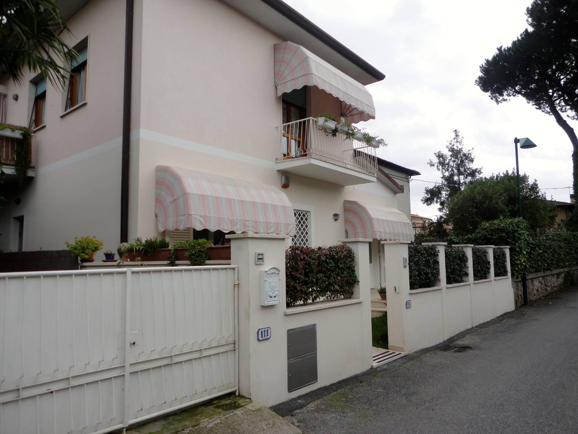 Appartamento in affitto a Forte dei Marmi, 4 locali, zona Zona: Centro, Trattative riservate   Cambio Casa.it