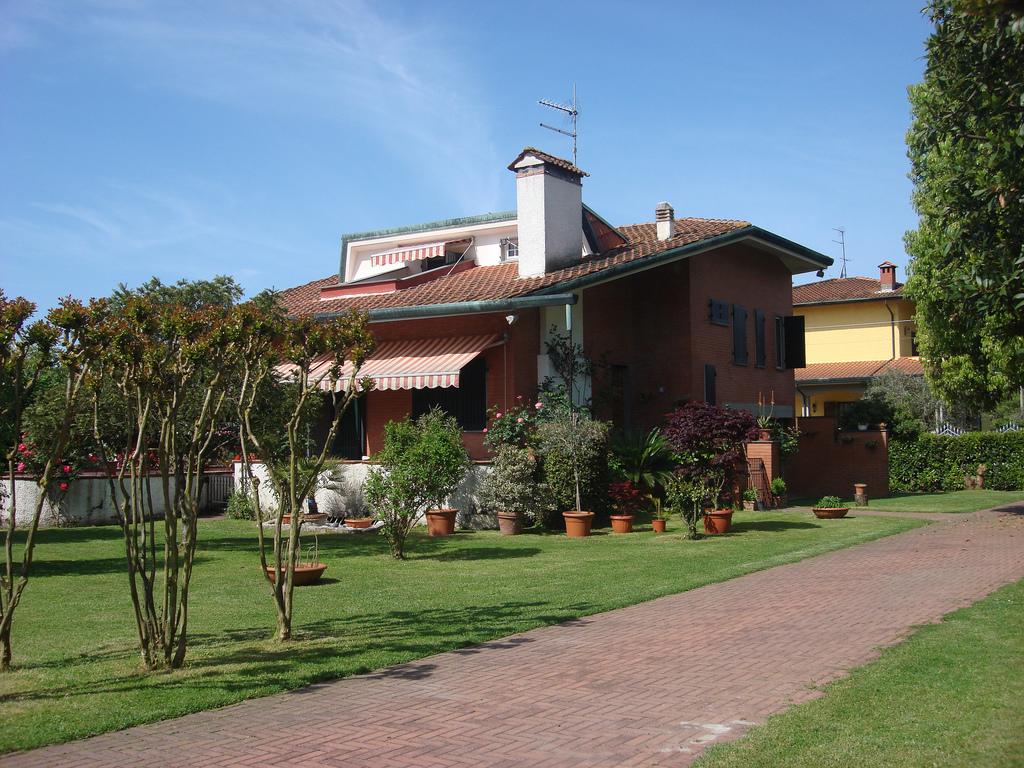 Villa in vendita a Montignoso, 8 locali, zona Zona: Renella, prezzo € 600.000   Cambio Casa.it