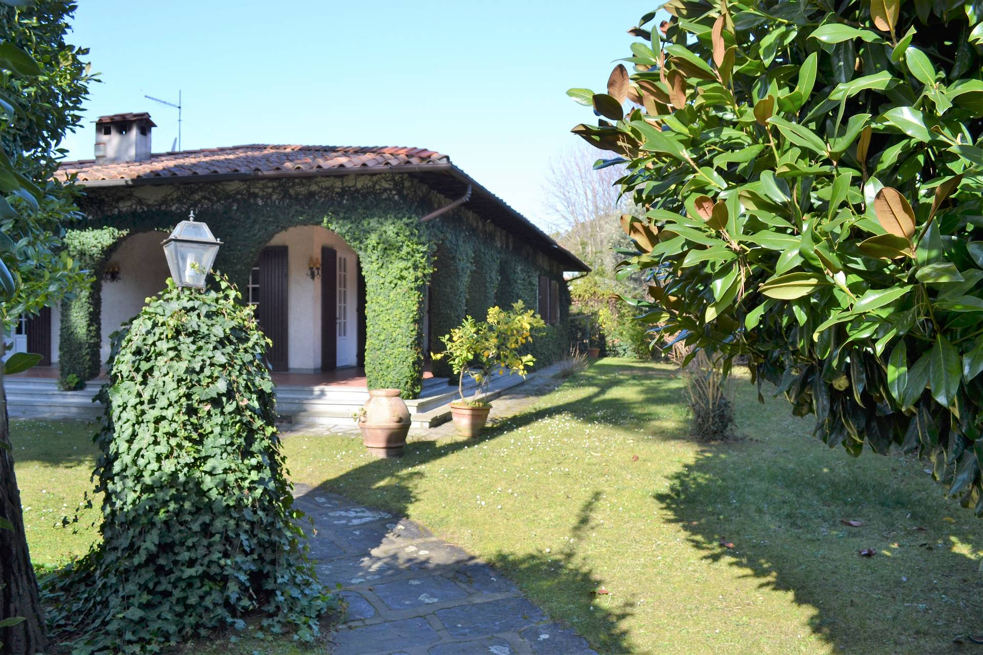 Villa in affitto a Forte dei Marmi, 6 locali, zona Zona: Centro, Trattative riservate   Cambio Casa.it