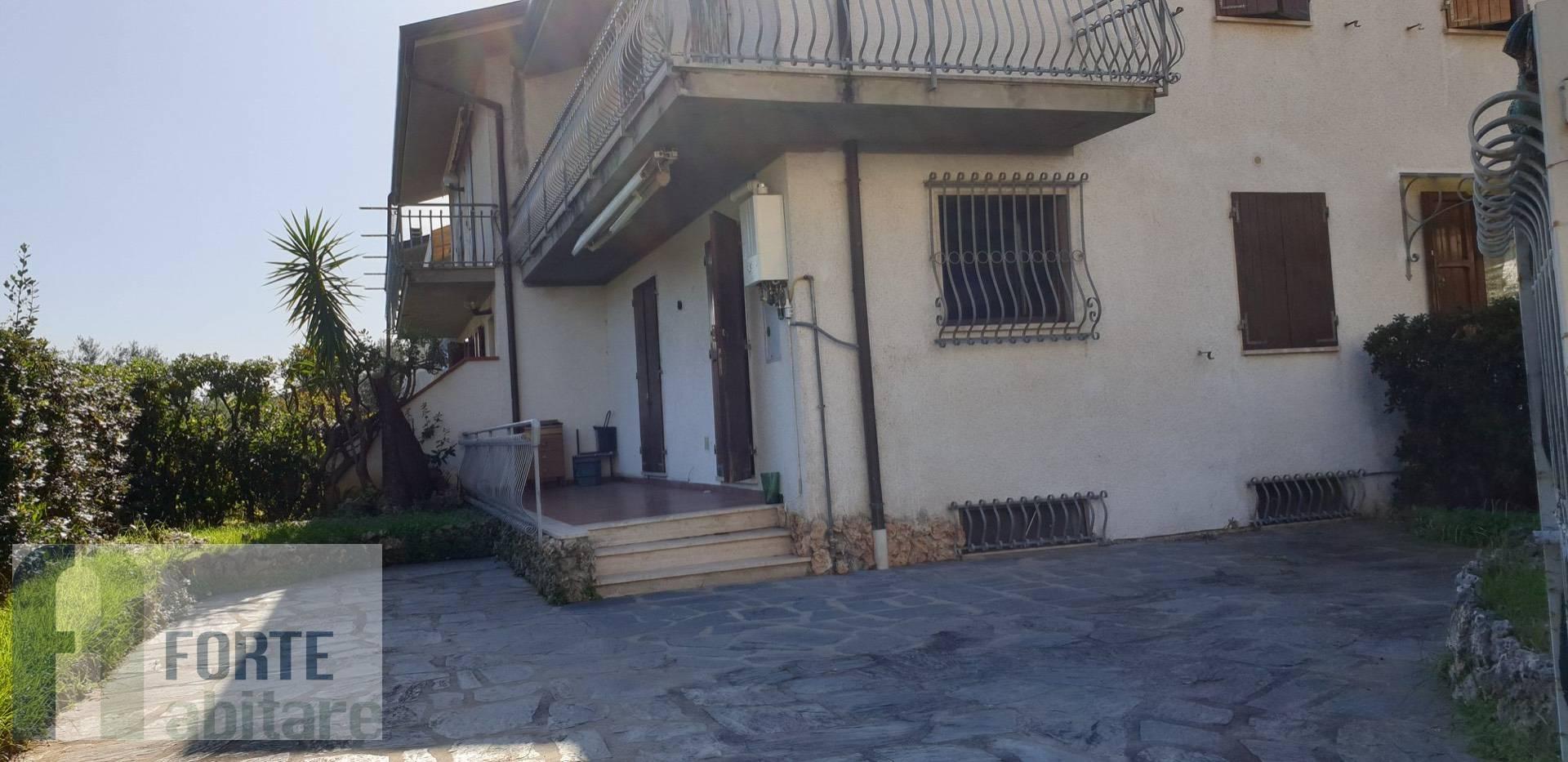 Appartamento in vendita a Seravezza, 5 locali, zona Zona: Querceta, prezzo € 300.000 | CambioCasa.it