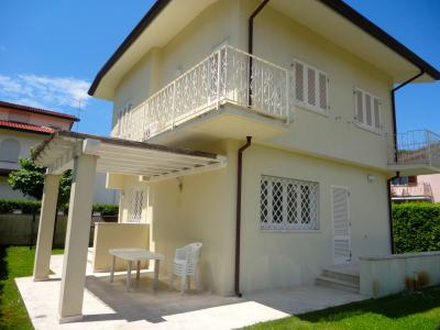 Small villa for Sale to Forte dei Marmi