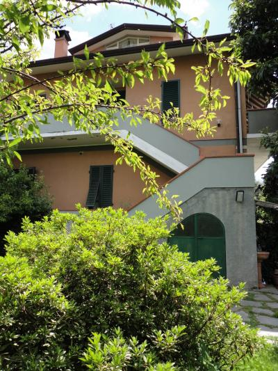 Semi-detached house for Holiday rent to Seravezza