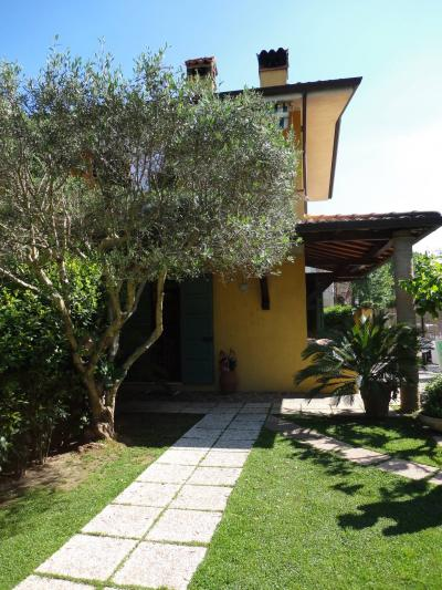 Semi-detached house for Holiday rent to Forte dei Marmi