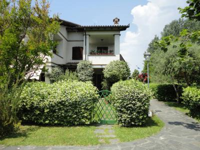 Townhouse for Holiday rent to Forte dei Marmi