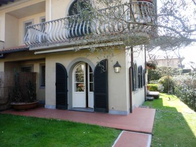 Semi-detached house for Holiday rent to Montignoso
