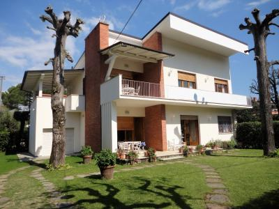 Single family house for Holiday rent to Forte dei Marmi