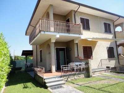 Semi-detached house for Holiday rent to Pietrasanta