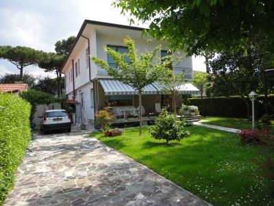 Semi-detached house for Sale to Forte dei Marmi