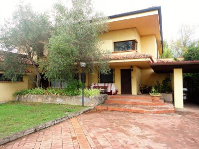 Apartment for Sale to Montignoso