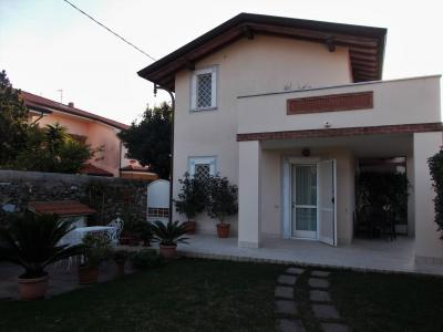 Small villa for Holiday rent to Seravezza