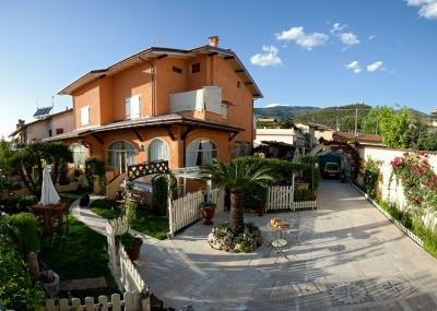 Semi-detached house for Sale to Montignoso