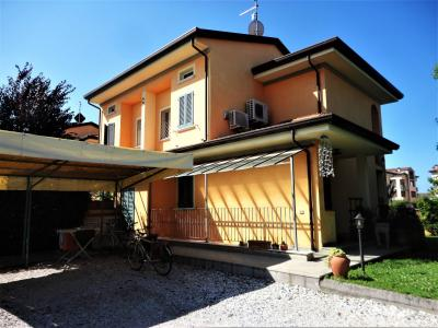 Townhouse for Holiday rent to Seravezza
