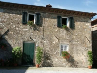 Rustic for Sale to Pescaglia