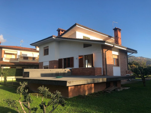 Small villa for Sale to Pietrasanta