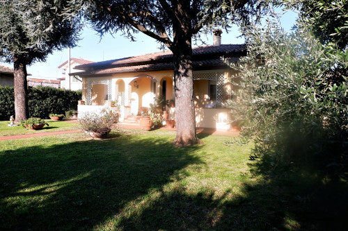 Small villa for Sale to Seravezza
