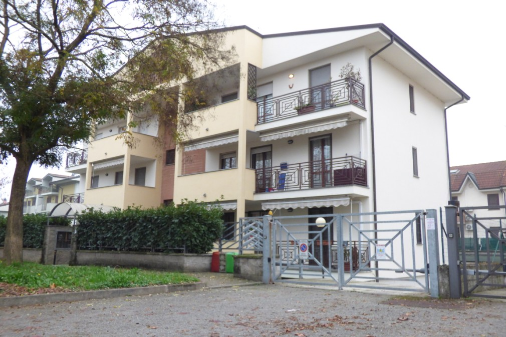 Appartamento in vendita a Zelo Buon Persico, 3 locali, prezzo € 155.000   Cambio Casa.it