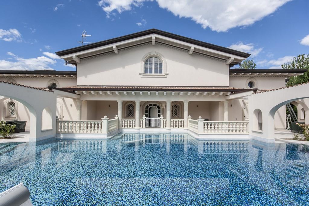 Villa piscina in vendita a forte dei marmi cod 1512 - Villa dei sogni piscina ...