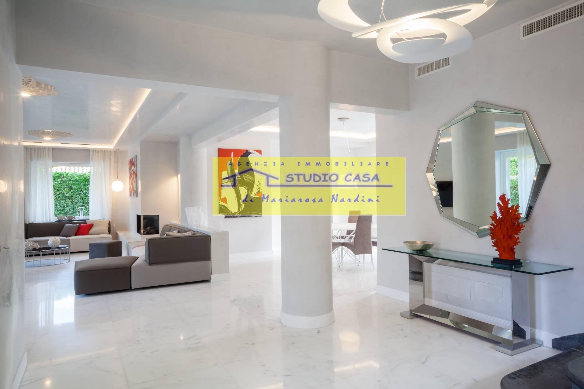 Ristrutturare Bagno Casa In Affitto : Villa piscina in affitto a forte dei marmi cod a