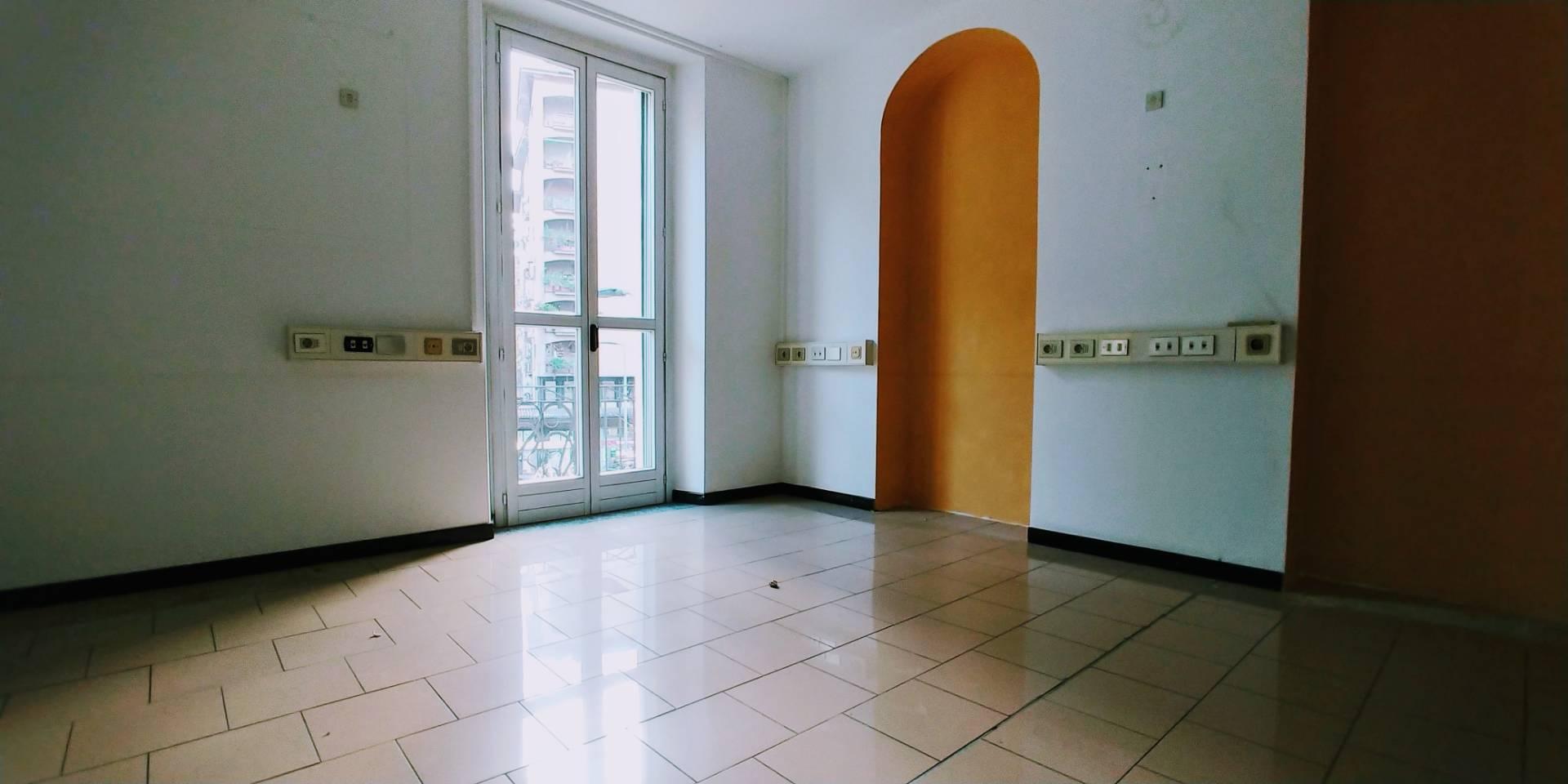 Ufficio diviso in ambienti/locali in affitto - 150 mq
