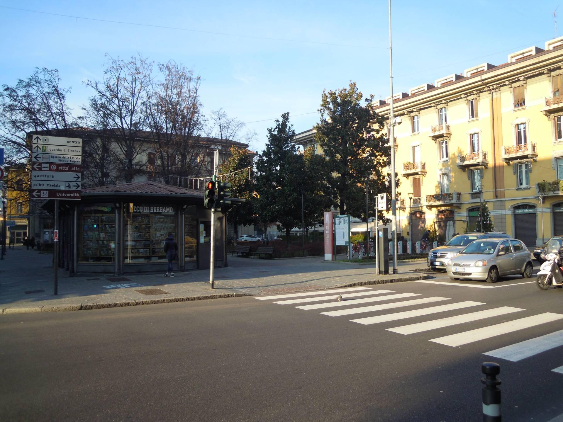 Bilocale affitto bergamo via borgo palazzo for Bilocale arredato bergamo