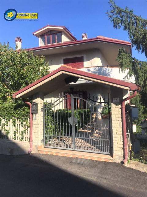 Villa Con Terrazzo E Giardino In Vendita Cod M99