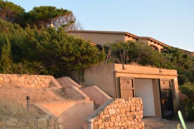 Sardegna Villa con terrazzo e giardino in Vendita