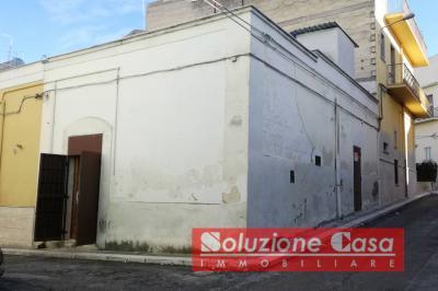 Locale commerciale in Vendita a Canosa di Puglia