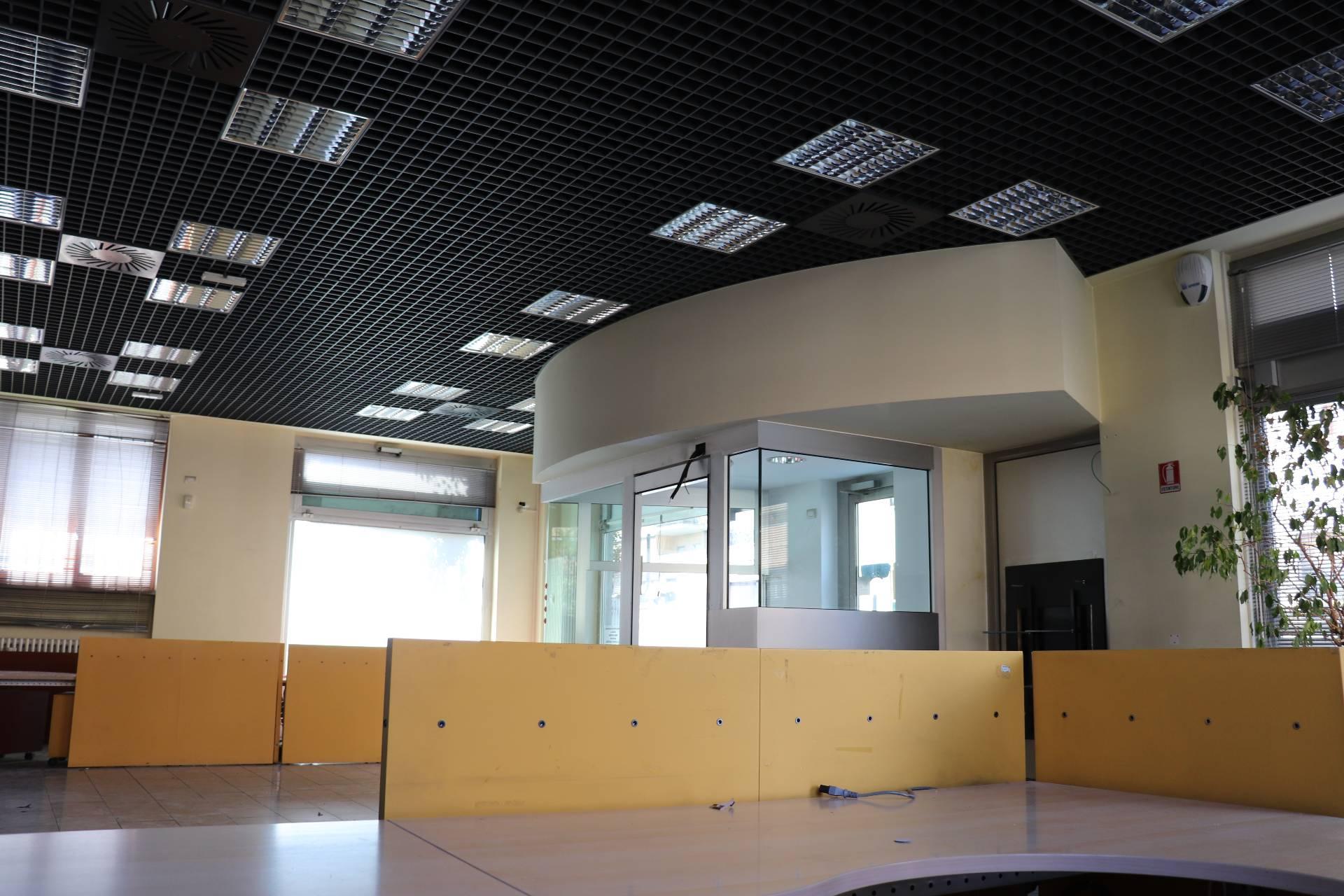 Negozio / Locale in vendita a Novate Milanese, 9999 locali, prezzo € 350.000 | CambioCasa.it