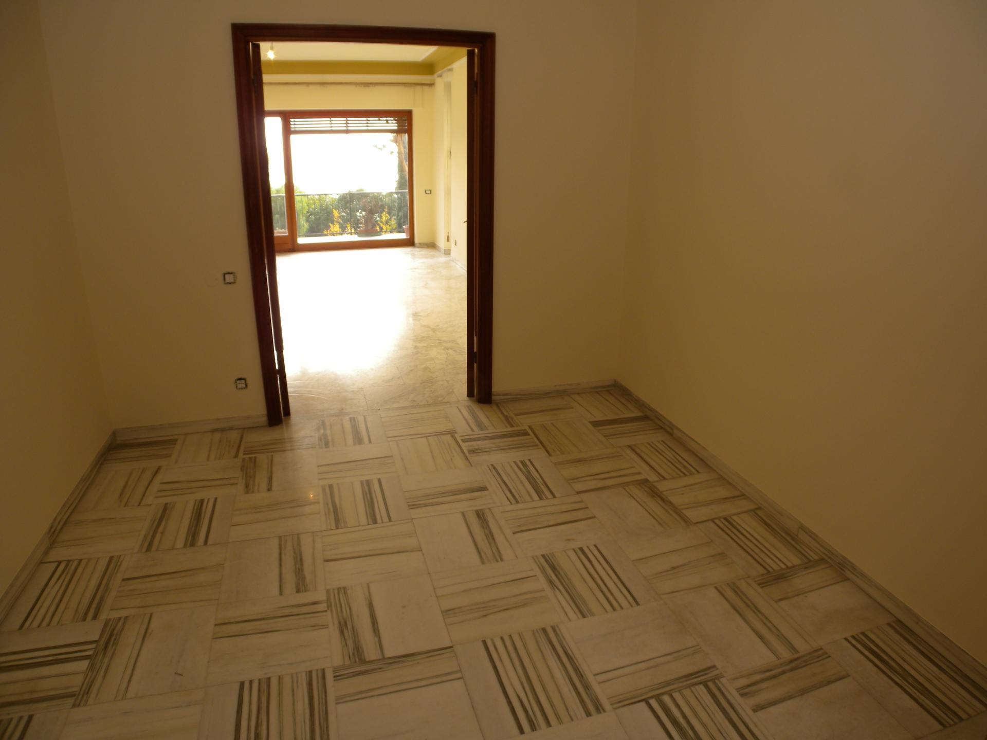 Appartamento in affitto a Imperia, 5 locali, zona Località: PortoMauriziocentro, prezzo € 1.300 | Cambio Casa.it