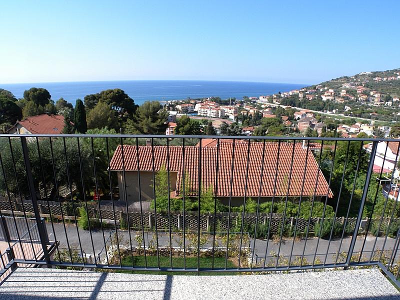 Appartamento in vendita a Imperia, 3 locali, zona Località: PortoMaurizioperiferia, prezzo € 358.000   Cambio Casa.it