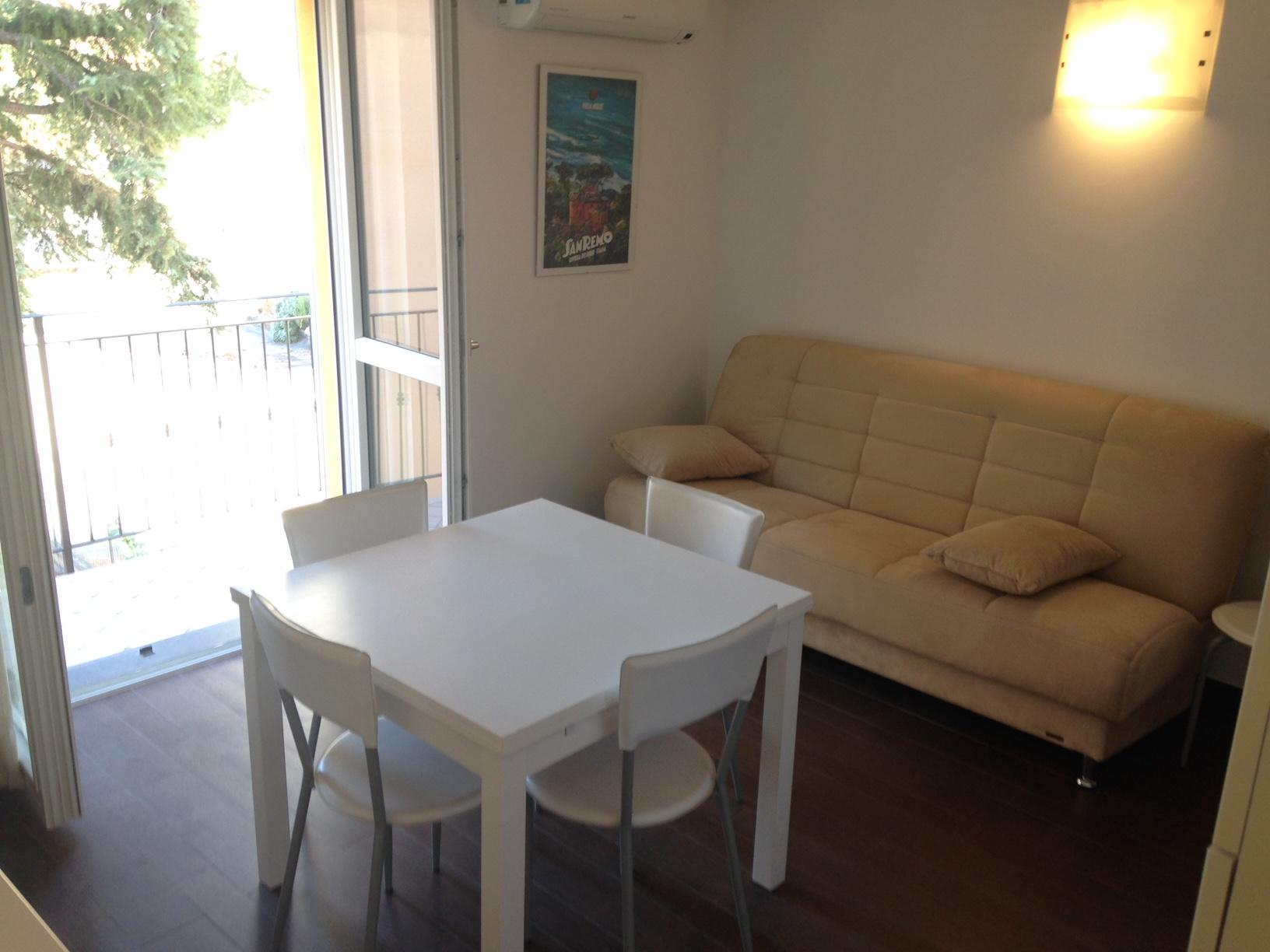 Appartamento in affitto a Imperia, 2 locali, zona Località: PortoMauriziocentro, prezzo € 600 | Cambio Casa.it