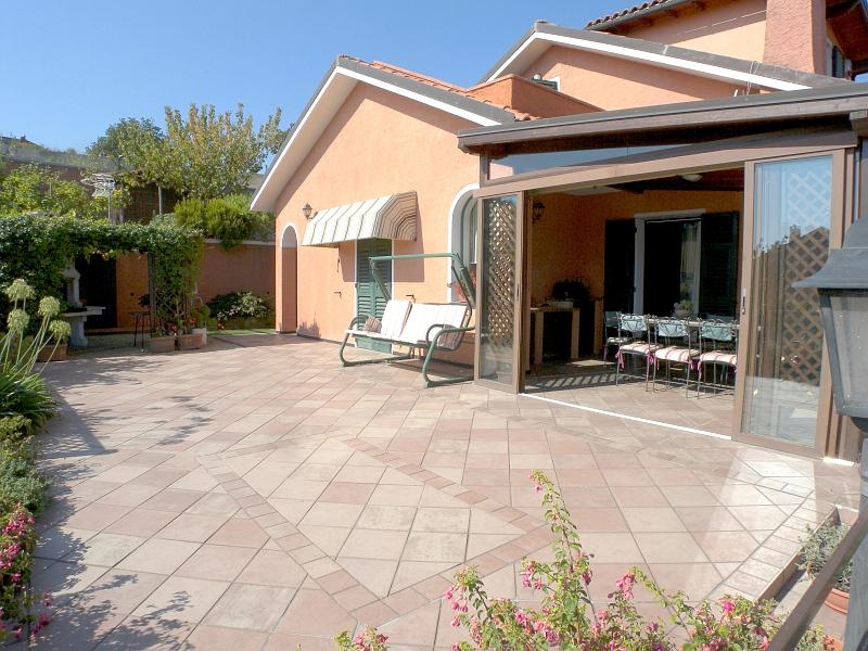 Villa in vendita a Imperia, 6 locali, zona Località: PoggiTorrazza, prezzo € 630.000   Cambio Casa.it