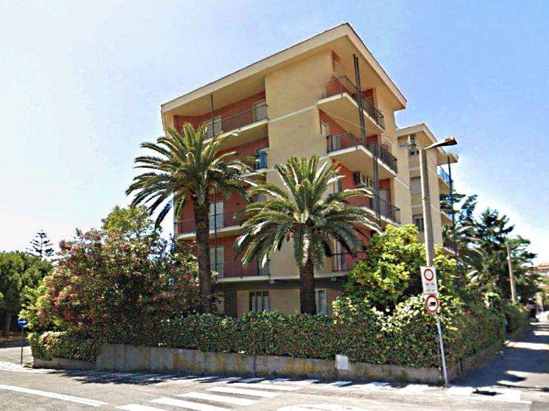 Appartamento in vendita a Imperia, 6 locali, zona Località: PortoMaurizioBorgoMarina, prezzo € 257.000 | Cambio Casa.it