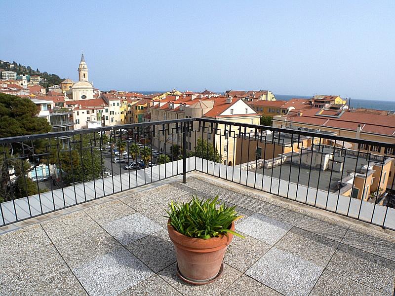 Appartamento in vendita a Imperia, 7 locali, zona Località: Onegliacentro, prezzo € 690.000 | Cambio Casa.it
