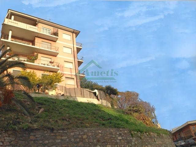 Appartamento in vendita a Imperia, 4 locali, zona Località: Onegliacentro, prezzo € 137.000 | Cambio Casa.it