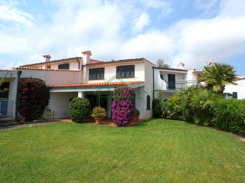 Appartamento in vendita a Imperia, 5 locali, zona Località: OnegliaCascine, prezzo € 590.000 | Cambio Casa.it