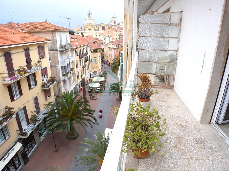 Appartamento in vendita a Imperia, 5 locali, zona Località: PortoMauriziocentro, prezzo € 180.000 | Cambio Casa.it