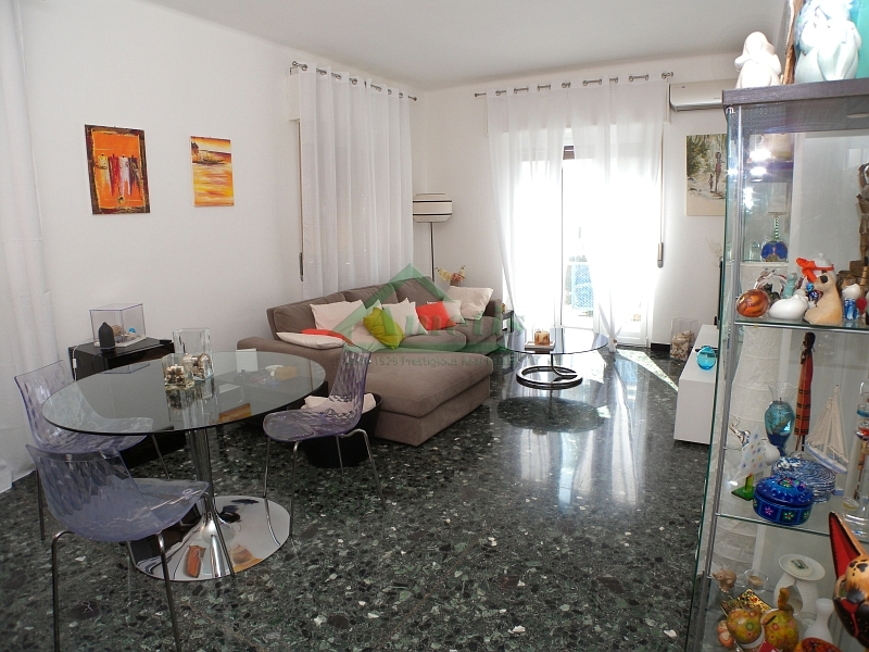 Appartamento in vendita a Imperia, 5 locali, zona Località: Onegliacentro, prezzo € 258.000 | Cambio Casa.it