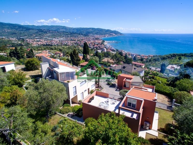 Villa in vendita a Diano Marina, 4 locali, prezzo € 650.000 | Cambio Casa.it