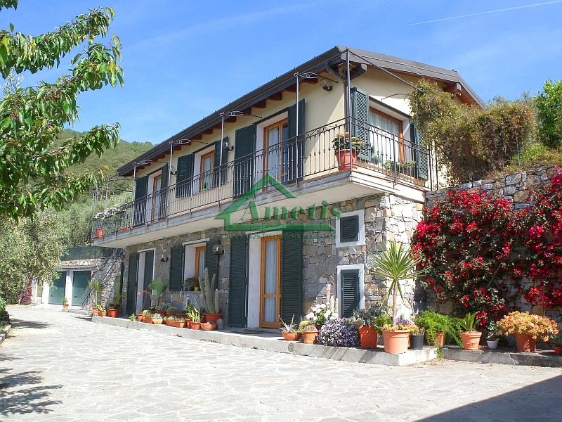Villa in vendita a Pontedassio, 6 locali, zona Località: VillaViani, prezzo € 450.000 | CambioCasa.it