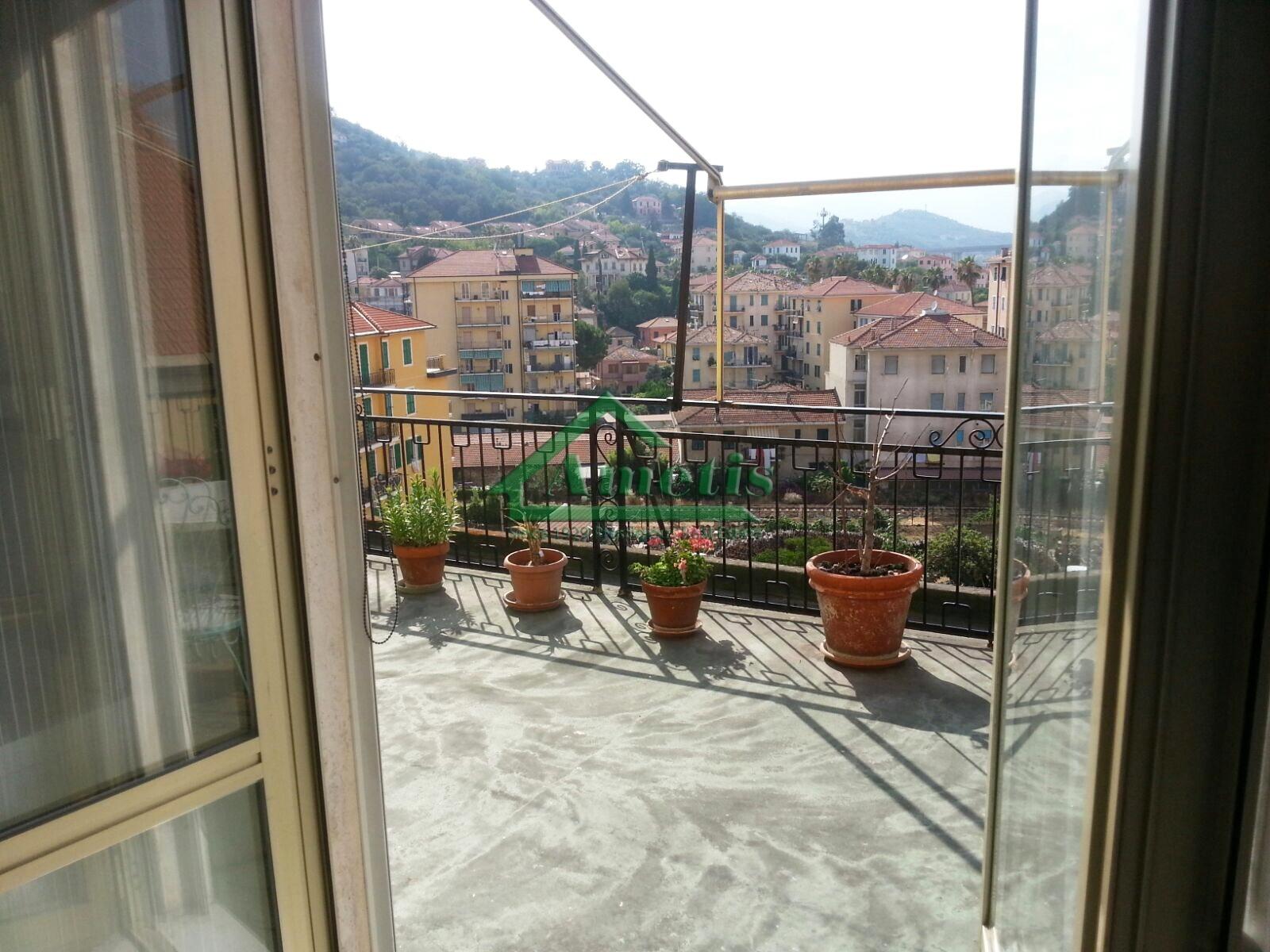 Appartamento in affitto a Imperia, 3 locali, zona Località: PortoMauriziocentro, prezzo € 500   CambioCasa.it