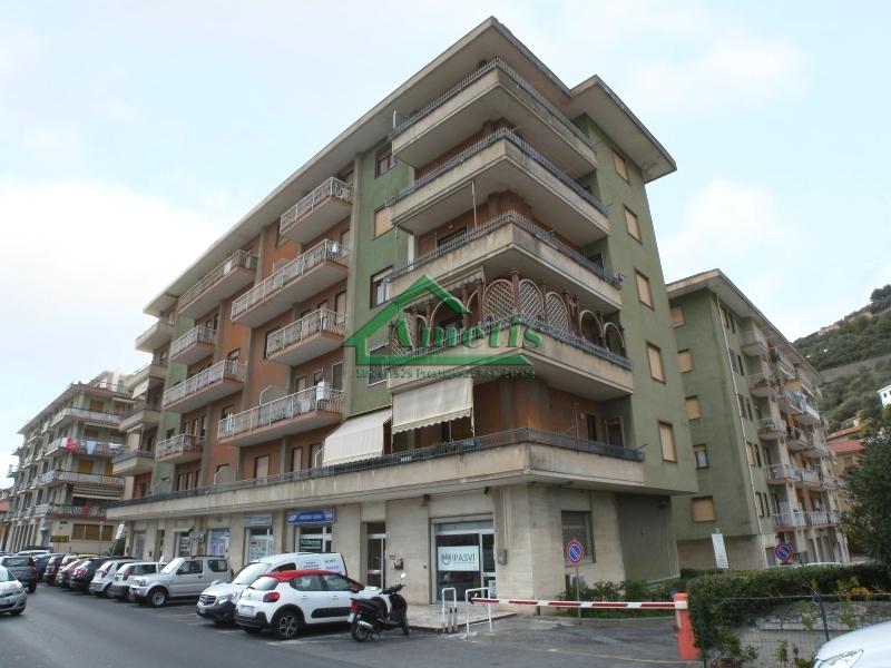Appartamento in affitto a Imperia, 3 locali, zona Località: Onegliacentro, prezzo € 450 | CambioCasa.it
