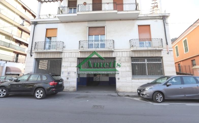 Negozio / Locale in vendita a Imperia, 2 locali, zona Località: Onegliacentro, prezzo € 320.000 | CambioCasa.it